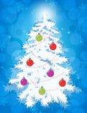 Stilisierter Baum der weißen Weihnacht mit Verzierungen auf blauem bokeh Hintergrund Stockbilder
