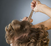 Stilist updo junge blonde Frau Lizenzfreie Stockbilder