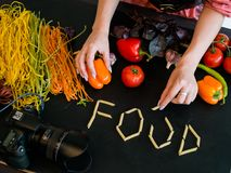Stilist van de de kunst de creatieve foto van de voedselfotografie royalty-vrije stock fotografie