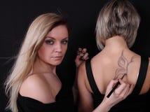 Stilist zeichnet eine Basisrecheneinheit Stockfotos