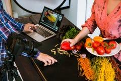 Stilista del blog di arte del fotografo di fotografia dell'alimento immagine stock libera da diritti