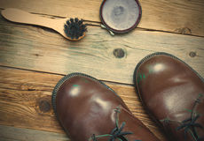 Still life with brown boots, shoe polish and shoe brush Royalty Free Stock Photos