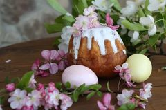 Painted eggs and easter cake on a wooden table. Still life with Easter cakes, painted eggs and flowers. Easter cake and eggs. Easter composition. Easter cake and stock image