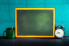 Still life of empty blackboard and coffee cup with alarm clock o Royalty Free Stock Photography
