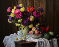 Still life with flowers and fruits Royalty Free Stock Photography