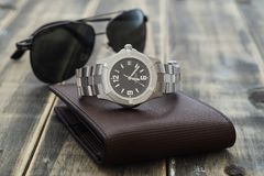 Free Still Life Men`s Accessories With  Watch, Leather Wallet, And Sunglasses On Old Grunge Wooden Table. Set Of Men`s Accessories Fo Stock Photo - 152748410