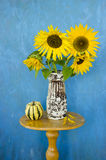 Still-life with retro vase and sunflowers Royalty Free Stock Images