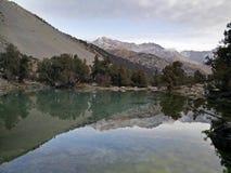 Still mountain lake reflects rocks Stock Photography