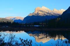 Still waters reflect Mountain Stock Photos
