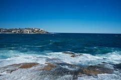 Stilla havet, Bondi strand, Sydney, Australien Royaltyfri Foto