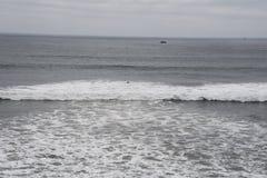 Stilla havet på molnig dag Royaltyfri Fotografi
