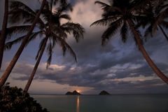 Stillahavs- moonrise för strandhawaii lanikai Arkivfoto