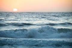 Stillahavs- solnedgång för hav Royaltyfri Fotografi