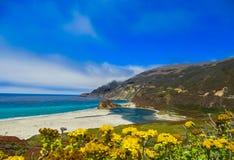 Stillahavskustenvykortet på stora Sur, CA Arkivbilder