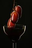 Stillbild-liv wineglass och druva Arkivfoton