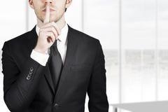 Stille ruhige Geste des Geschäftsmannes Lizenzfreies Stockfoto