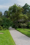 Stille steeg in de Botanische Tuin van München, Duitsland royalty-vrije stock foto
