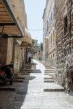 Stille Straßen in der alten Stadt von Jerusalem, Israel Schritte an über Dolorosa-Straße Lizenzfreie Stockfotos