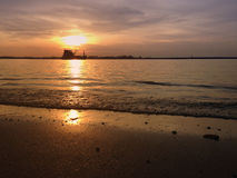 Stille zonsondergang op zee Avond Royalty-vrije Stock Fotografie