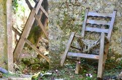 Stilleben av en gammal stol royaltyfri bild