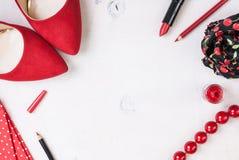 Stilleben av modekvinnan Kvinnlig kosmetisk bakgrund royaltyfri bild
