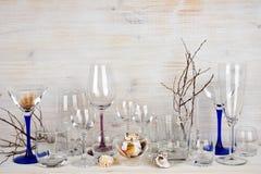 Stilleben av olik glasföremål på träbakgrund Royaltyfria Foton