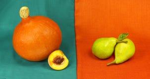 Stilleben av pumpa och pears Arkivbilder