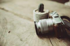 Stilleben för digital kamera för retro design för tappning mirrorless med kornoväseneffekt Royaltyfri Fotografi