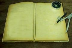 Stilleben för gammal bok, tappningstyl Royaltyfria Bilder