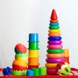 Stilleben från mång--färgade leksaker royaltyfri foto
