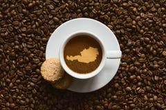 Stilleben - kaffe med översikten av Österrike Royaltyfri Foto