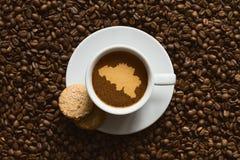 Stilleben - kaffe med översikten av Belgien Fotografering för Bildbyråer