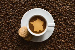 Stilleben - kaffe med översikten av Frankrike Arkivbilder