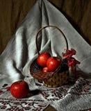 Stilleben med äpplen Arkivfoton