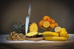 Stilleben med ananasen Arkivfoto