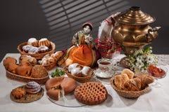 Stilleben med bröd i rysk nationell stil Royaltyfri Bild