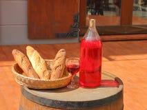 Stilleben med bröd och vin Fotografering för Bildbyråer