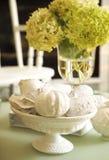 Stilleben med dekorativa pumpor och blommor Fotografering för Bildbyråer