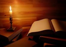 Stilleben med den gamla boken royaltyfria foton