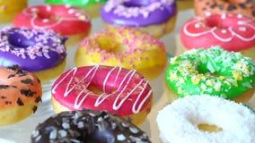 Stilleben med donuts stock video