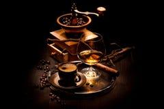 Stilleben med en Cognac och ett kaffe fotografering för bildbyråer