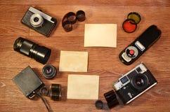 Stilleben med gammal fotografiutrustning Royaltyfria Bilder