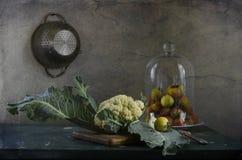 Stilleben med grönsaker i köket Arkivfoton