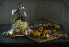Stilleben med grönsaker i köket Arkivbilder