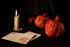 Stilleben med granatäpplen och bokstav I Arkivbilder