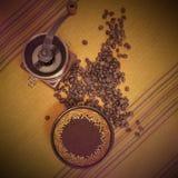 Stilleben med kaffe maler arkivbilder
