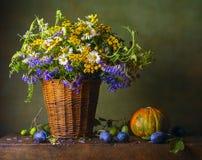 Stilleben med lösa blommor arkivfoto