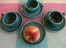 Stilleben med stilfulla retro kaffekoppar Fotografering för Bildbyråer