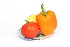Stilleben med två grönsaker och en citron Arkivbild