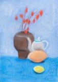 Stilleben med vasen, kokkärl, citron Arkivfoto